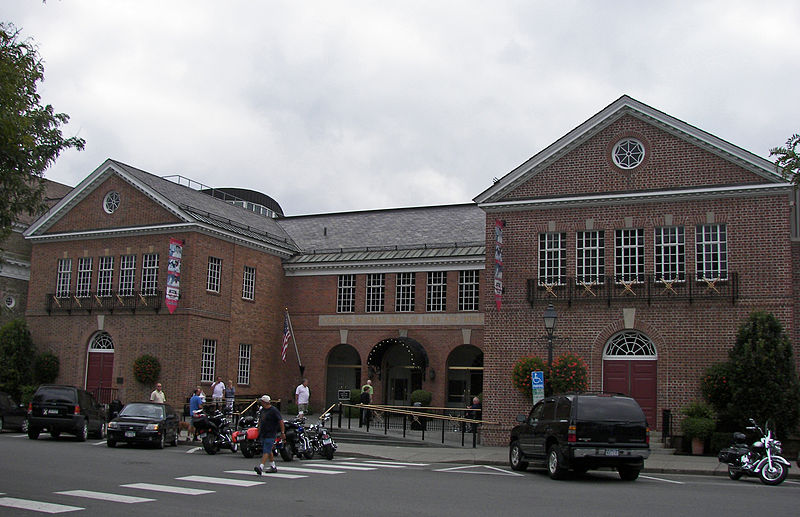 800px-Baseball_Hall_of_Fame_2009