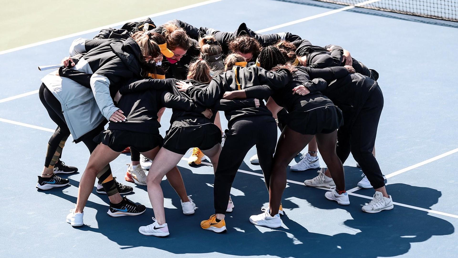 Tennis team huddle vs. Auburn